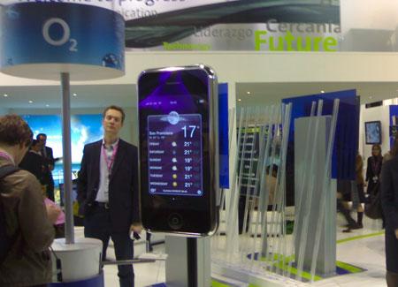 El iPhone gigante en el stand de Telefonica (Movistar/O2)